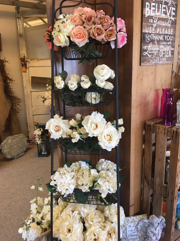 The Flower Shack: 121 E Front St, Arcadia, IA