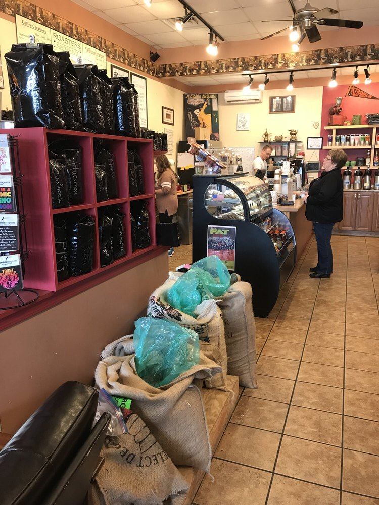 Roasters Coffee House: 1059 N Center Point Rd, Hiawatha, IA