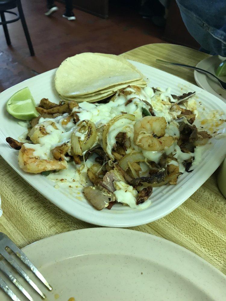 Gabby's Tacos: 502 N Jefferson Ave, Mount Pleasant, TX