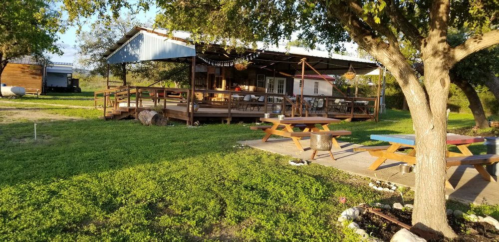 Three Sisters Lodging and Event Center: Camp Wood, TX
