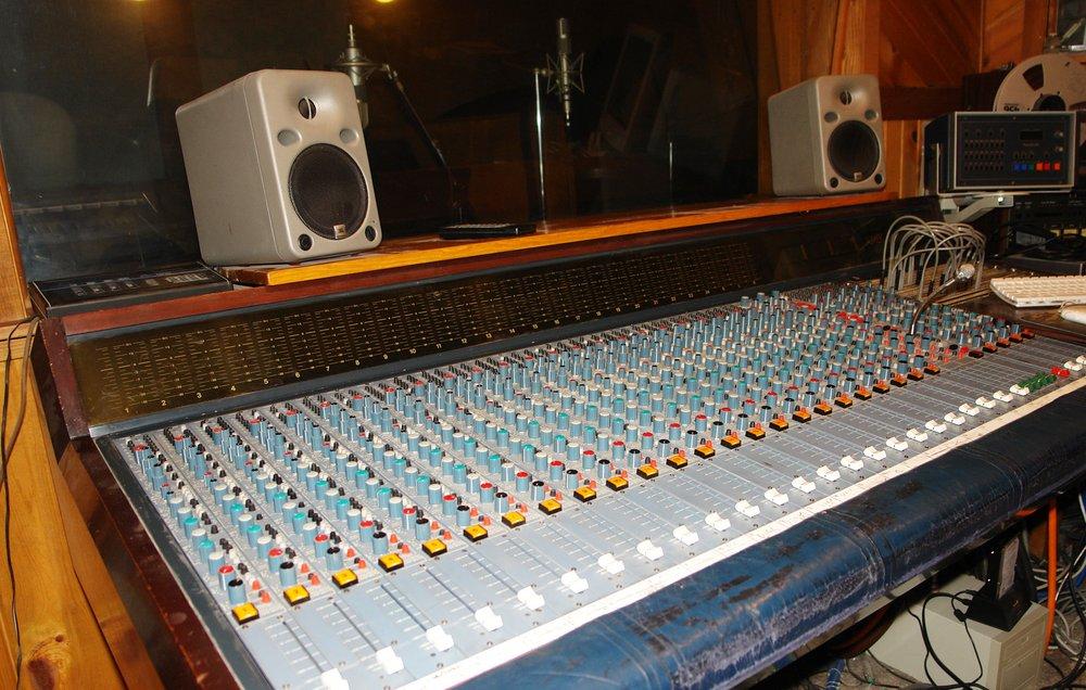 Startracker Recording Studio: 933 N 45th St, Lincoln, NE