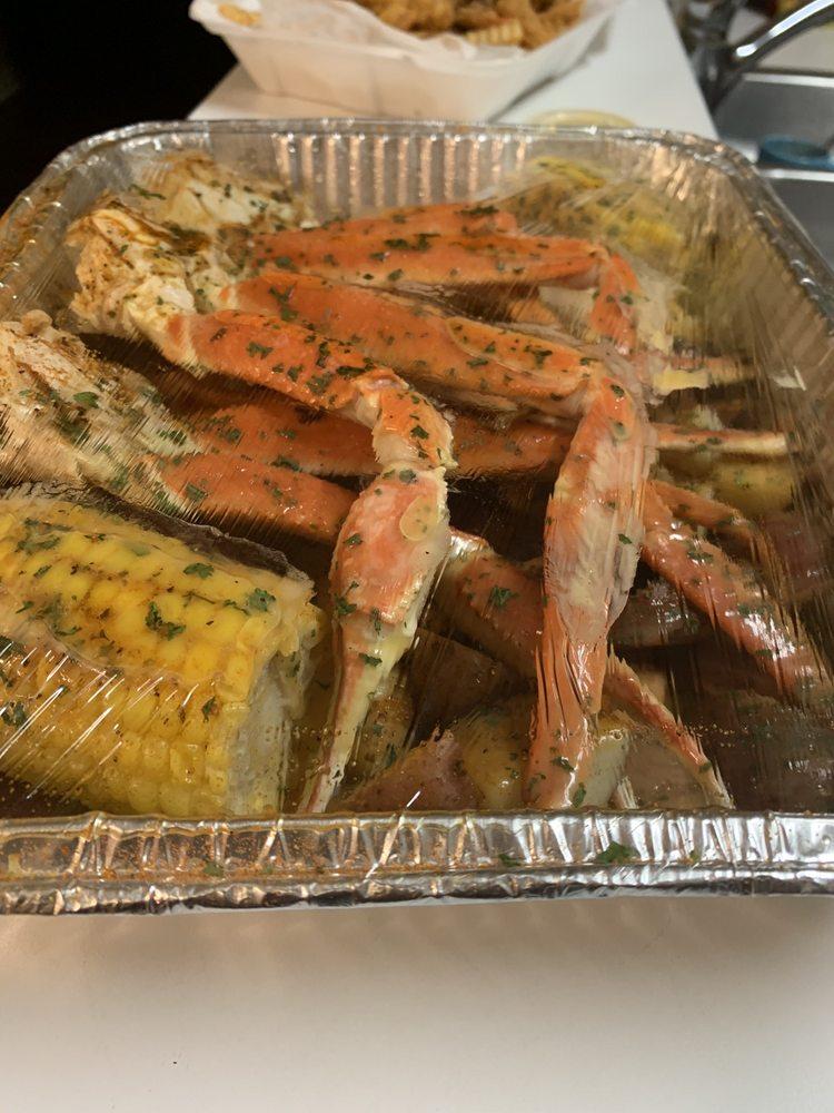 Crab Island: 1387 Goodman Rd W, Horn Lake, MS