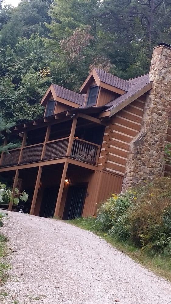 Hemlock log cabin vacation rentals 18591 hockman rd for Fishing cabin rentals near me
