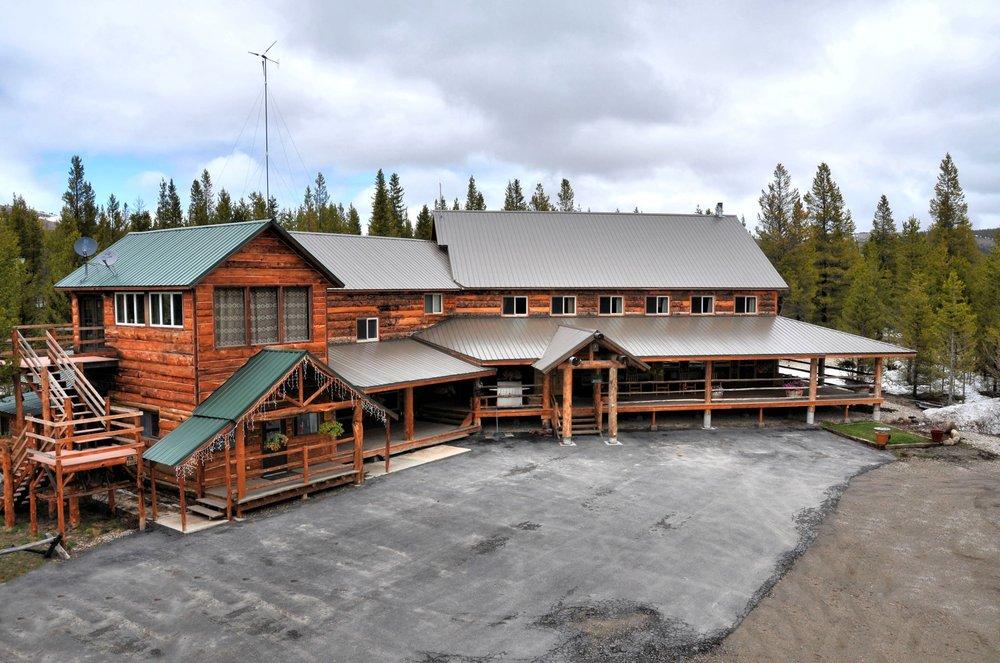 Sugar Loaf Lodge and Cabins: 10800 Mill Creek Rd, Anaconda, MT