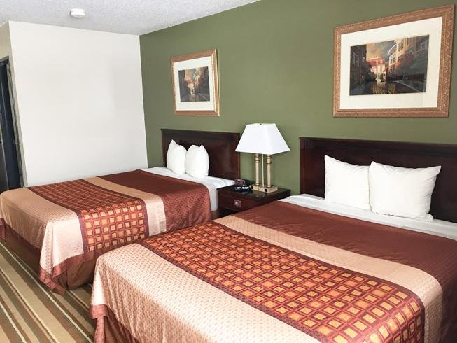 Heartland Hotel and Suites: 2111 10th St, Rock Valley, IA