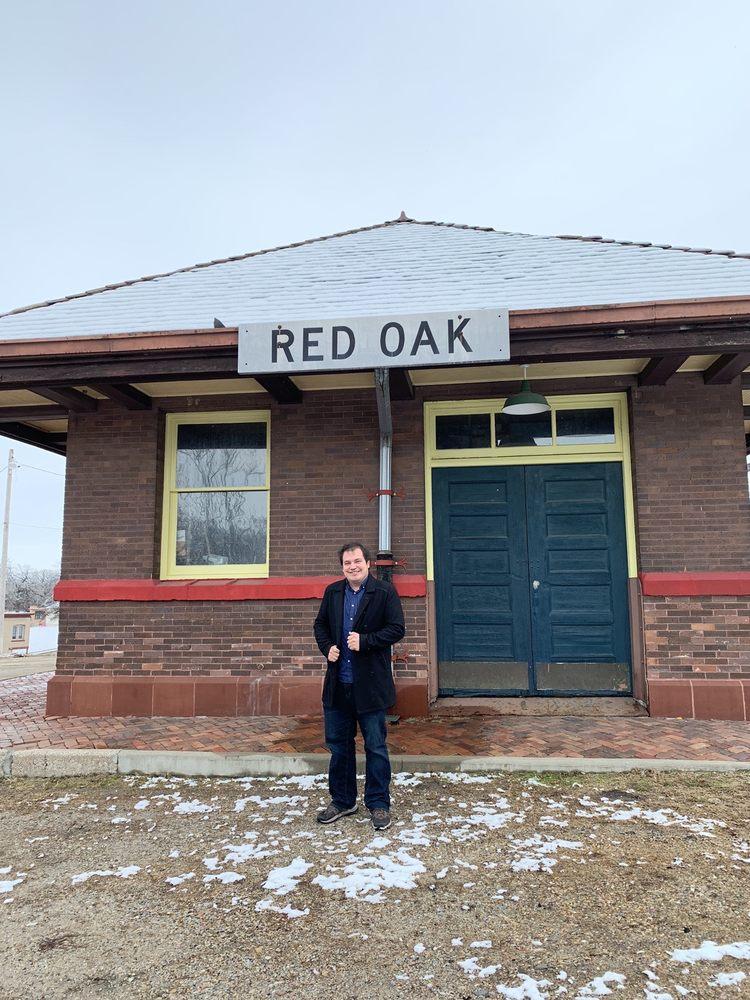 The Restored Burlington Northern Depot & WWII Memorial Museum: 305 S 2nd St, Red Oak, IA