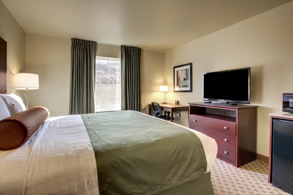 Cobblestone Hotel & Suites: 1015 E Hackberry St, Salem, IN