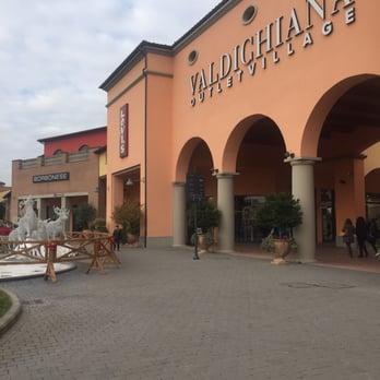 Valdichiana Outlet Village - 11 Photos - Outlet Stores - Via Enzo ...