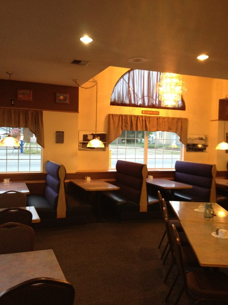 Whistler's Family Restaurant: 616 S Whitcomb Ave, Tonasket, WA