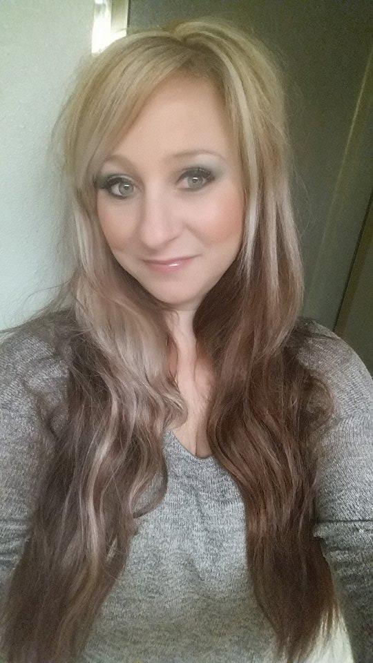 Strands salon coiffeurs salons de coiffure 460 n for Samantha oups au salon de coiffure
