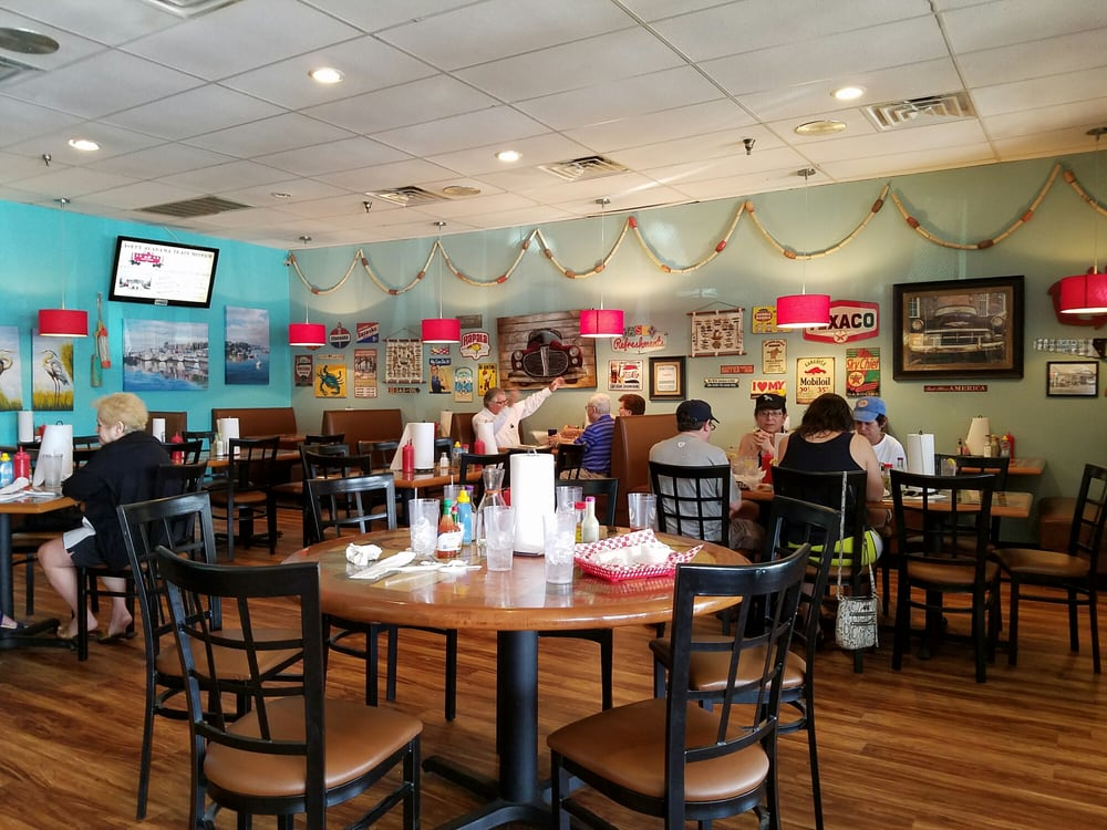 Clean and pleasant inside yelp for Fish river grill gulf shores