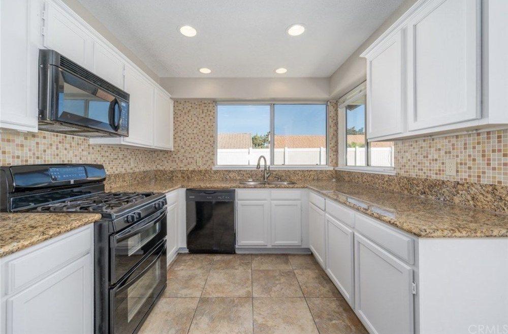 Kristina's Cleaning Company: 43131 Wall St, Hemet, CA