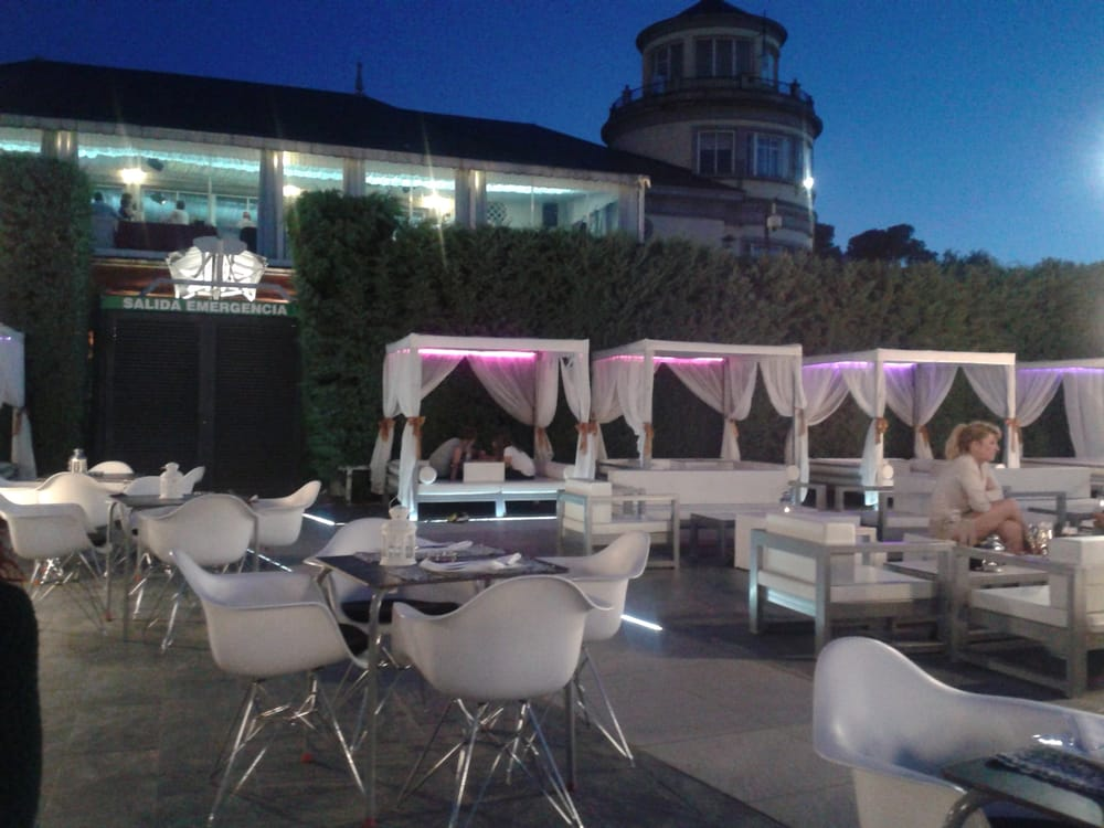 photo of terraza aeroclub chillout madrid spain las camas del chillout