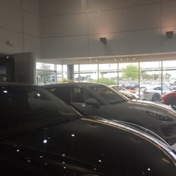 Momentum Porsche - 10155 Southwest Fwy, Westwood, Houston