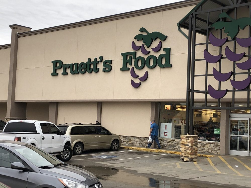 Pruett's Food: 1231 N Washington Ave, Durant, OK