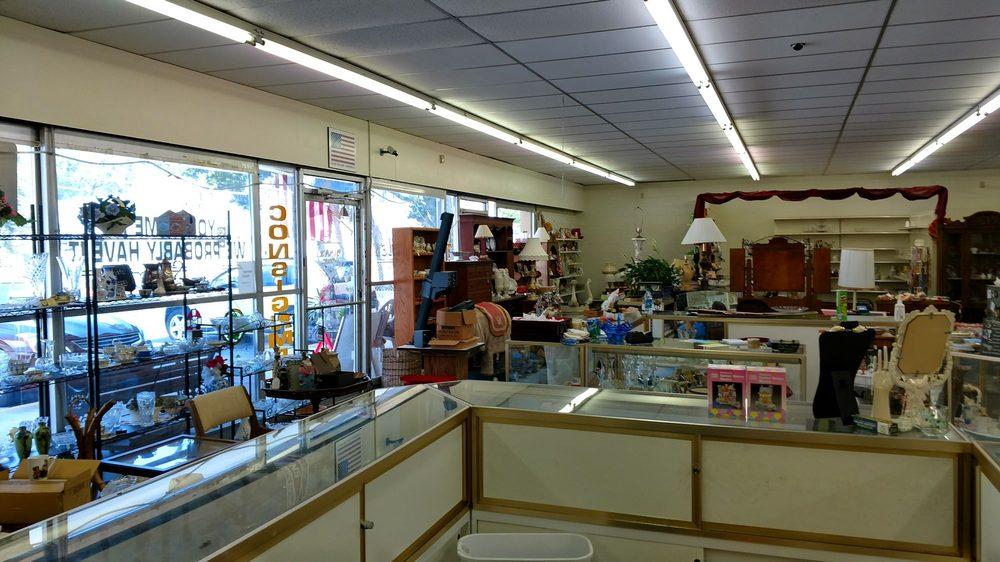 Gina's Treasures & Antiques: 20901 US-441, McIntosh, FL