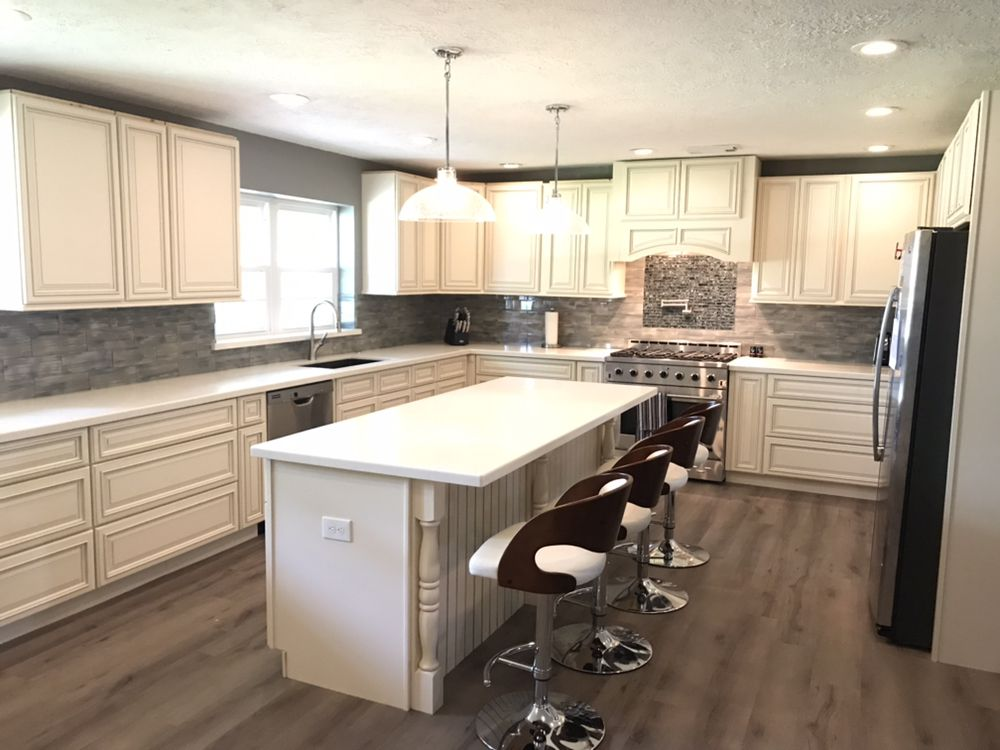 Beautiful Kitchen With Signature Pearl Cabinets And Crystal ...