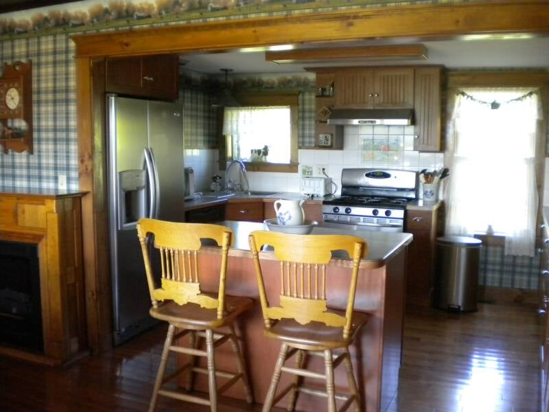 Mountain View Dairy Bed & Breakfast: 725 Poutre Dr, Irasburg, VT