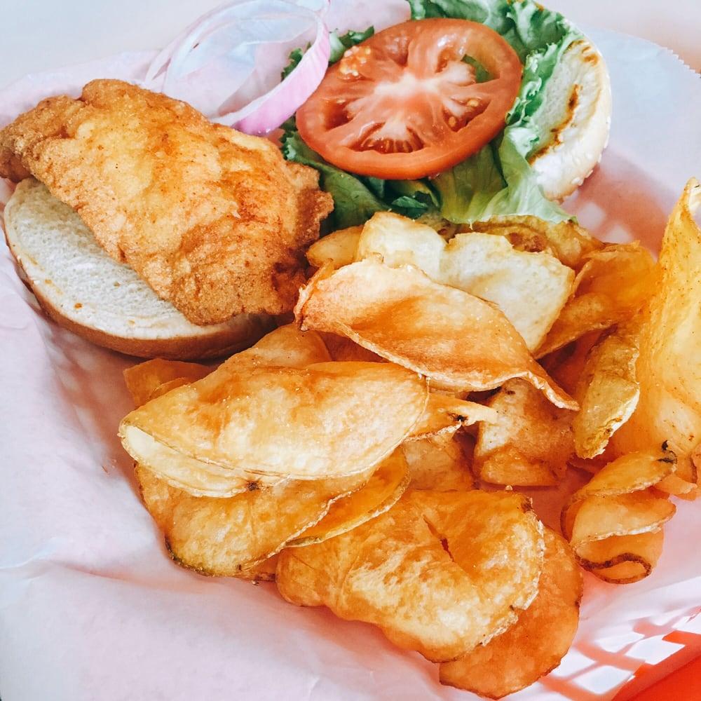 Good Fellas Seafood Hut & Bar: 4507 Hwy 17 S, North Myrtle Beach, SC