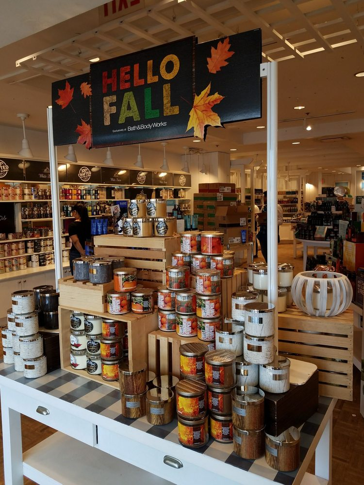 Bath & Body Works: 211-53 26th Ave, Bayside, NY