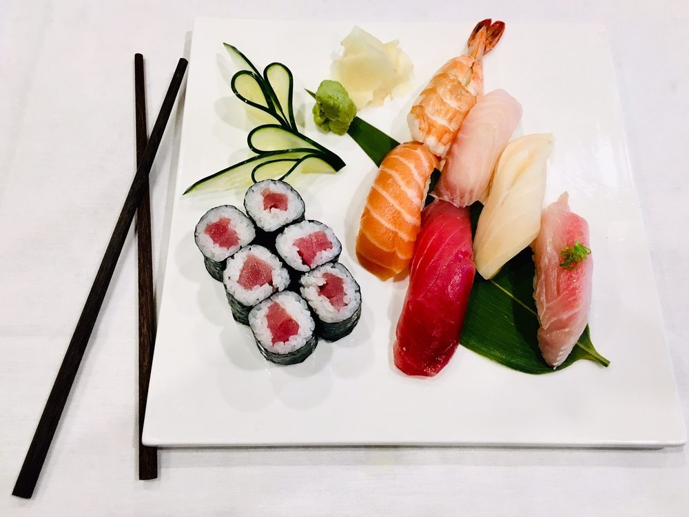 Yen's Kitchen and Sushi Bar: 44640 Waxpool Rd, Ashburn, VA