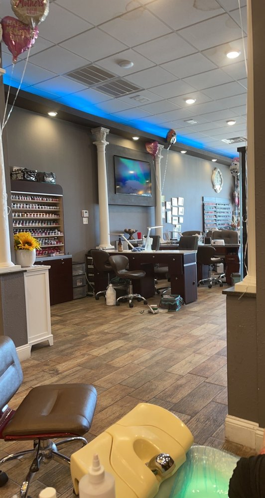 City Nails & Spa: 2213 E Highland Dr, Jonesboro, AR