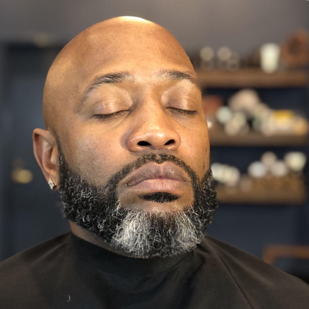 Oberkrom Barber Shoppe: 3 Statehouse Plz, Little Rock, AR