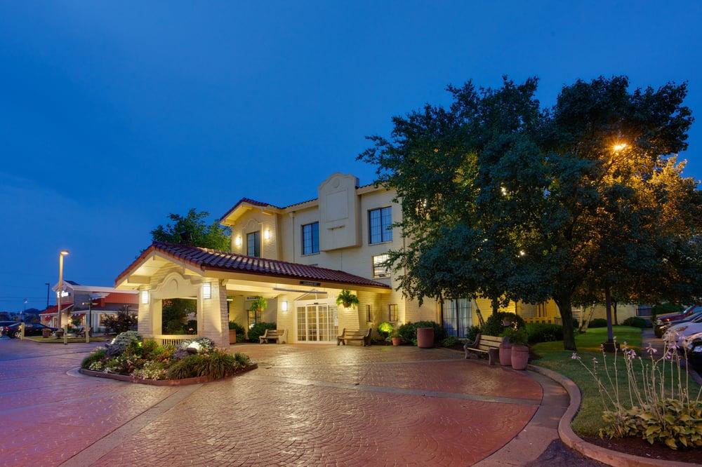 La Quinta Inn by Wyndham Pittsburgh Airport: 8507 University Blvd, Moon Township, PA