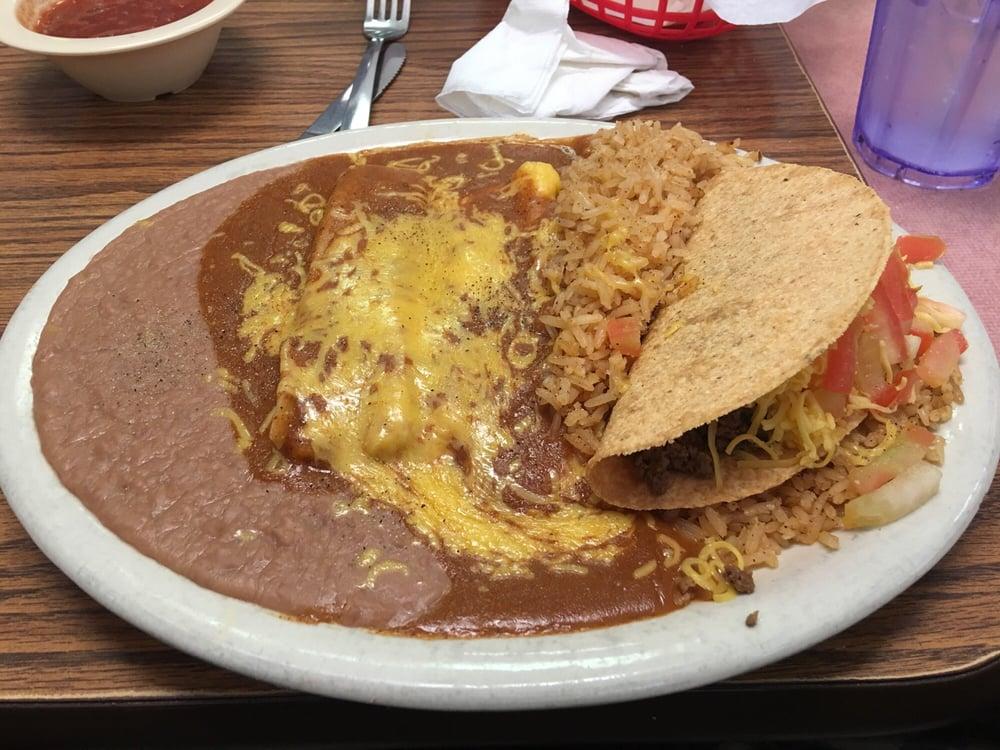 Elena's Mexican Restaurant: 6290 Phelan Blvd, Beaumont, TX