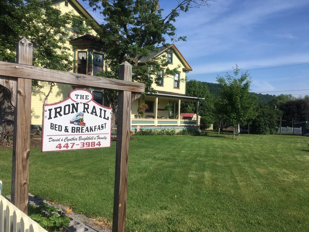 The Iron Rail Bed & Breakfast: 371 Meadow St, Rockhill, PA