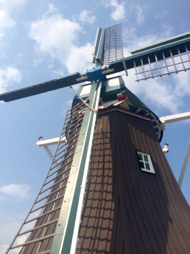 Fulton Windmill Welcome Center: 1000 1st St, Fulton, IL