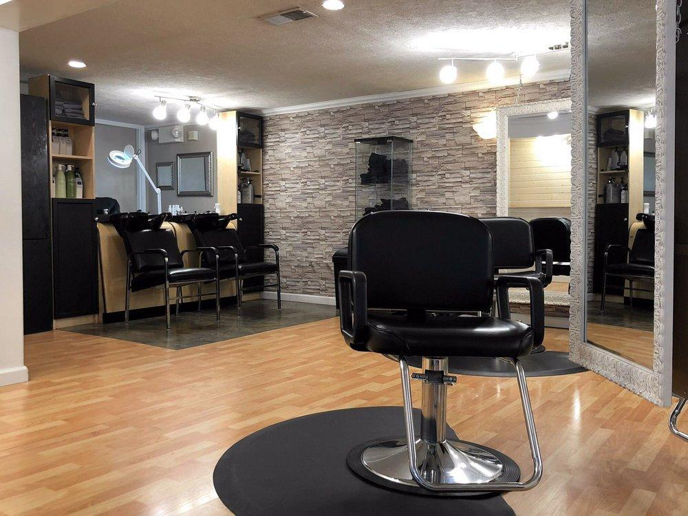 Salon La Mae: 963 Beaver Grade Rd, Coraopolis, PA