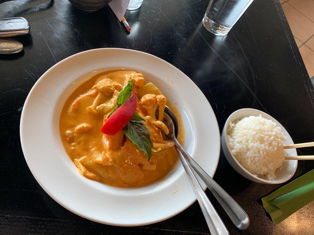 Best Thai Kitchen: 525 E Market St, Leesburg, VA