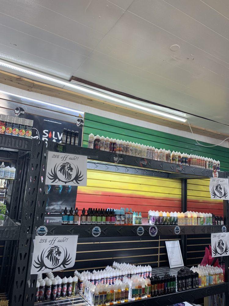 Z & Z Vape & Smoke: 711 10th St, Floresville, TX