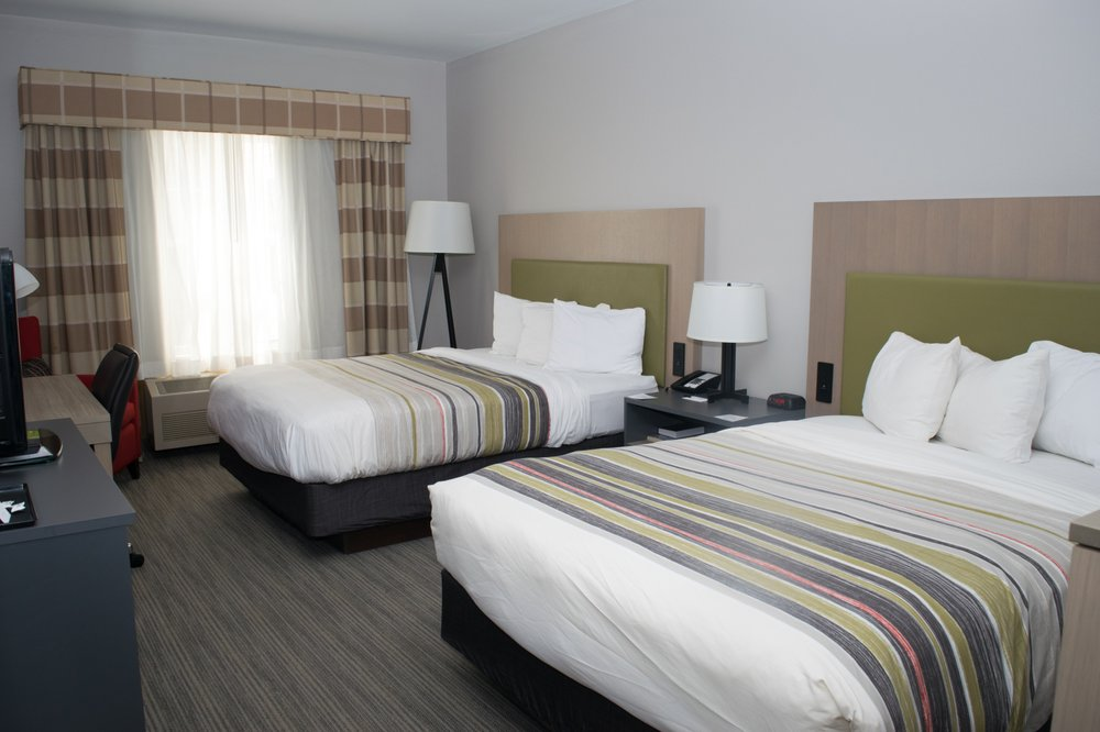 Country Inn & Suites by Carlson: 1710 S Dirck Dr, Freeport, IL
