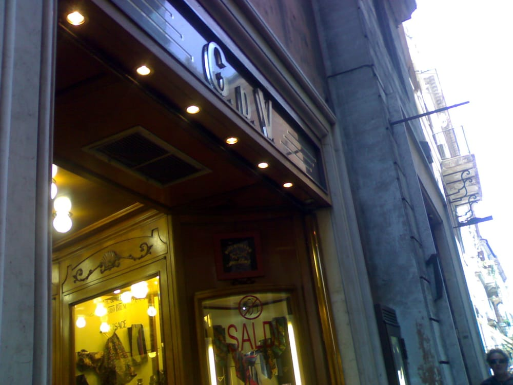 G d v abbigliamento via del corso 150 centro for Corso roma abbigliamento