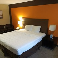 Photo Of Wave Hotels Monroe Oh United States Only One Lamp Plugged