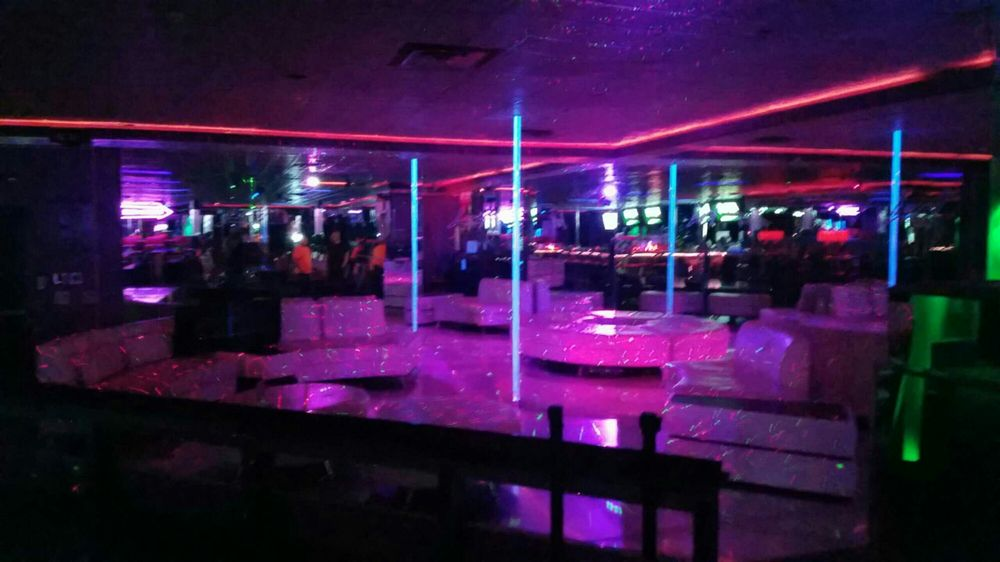 Lust Gentlemen's Club: 1110 Hedgesville Rd, Martinsburg, WV