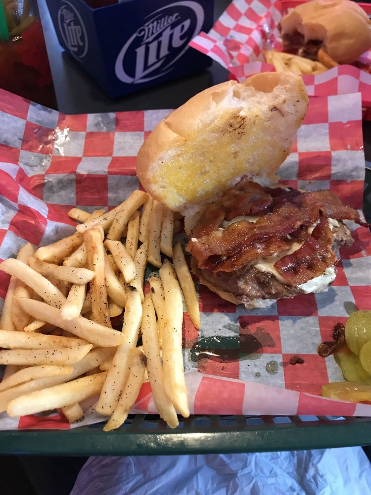 Ape's Bar & Grill: 518 4th St, Algoma, WI