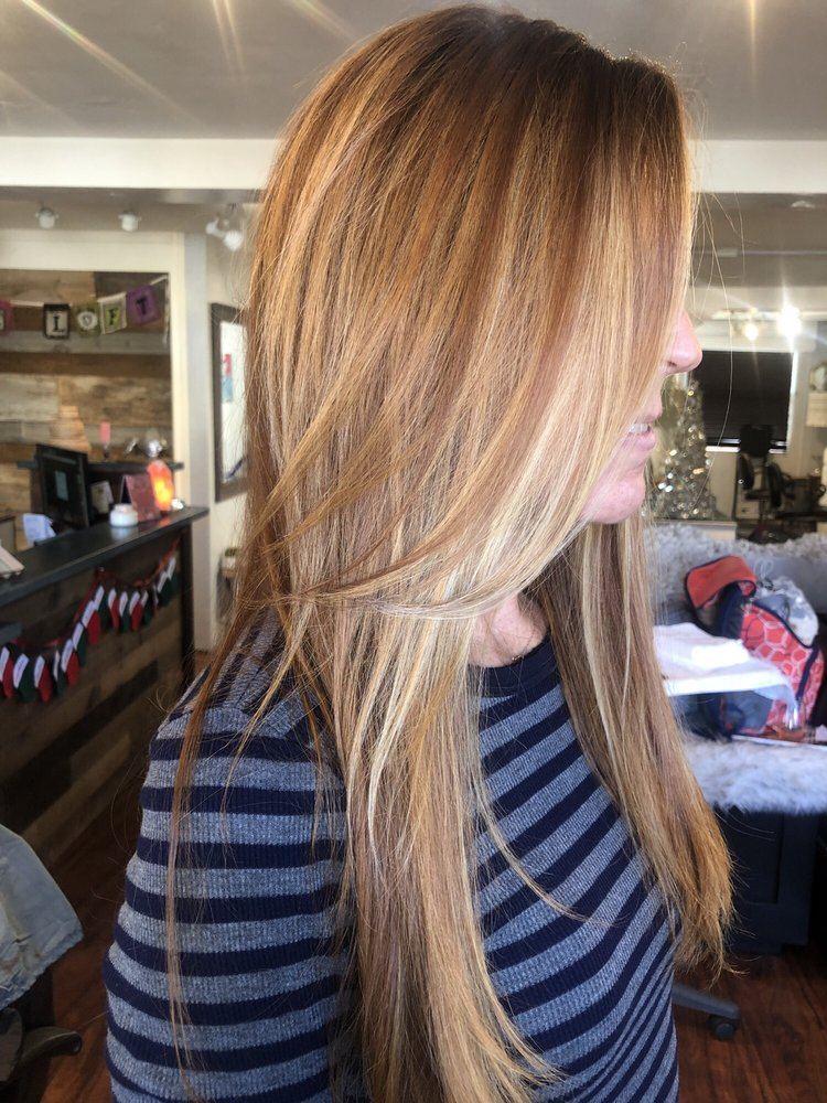 This Redhead Balayage With Blonde Peekaboos And Copper Beige Low