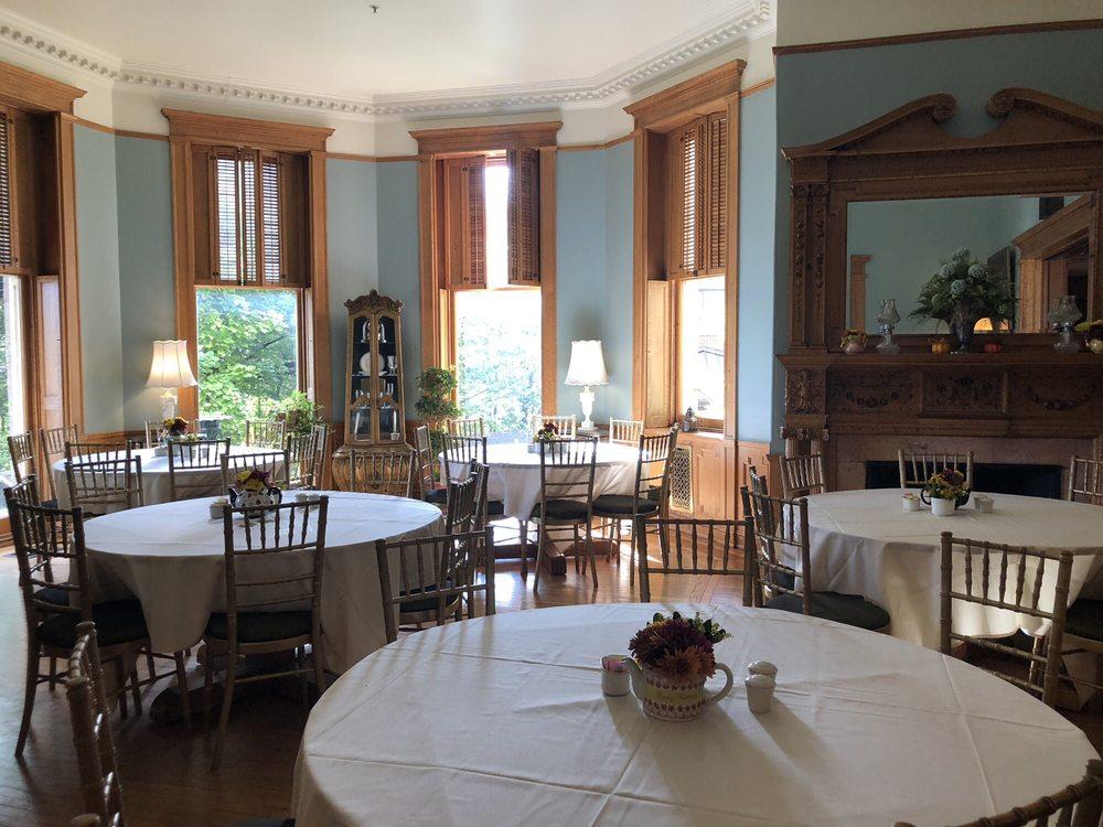 Graceland Inn & Conference Center: 100 Campus Dr, Elkins, WV