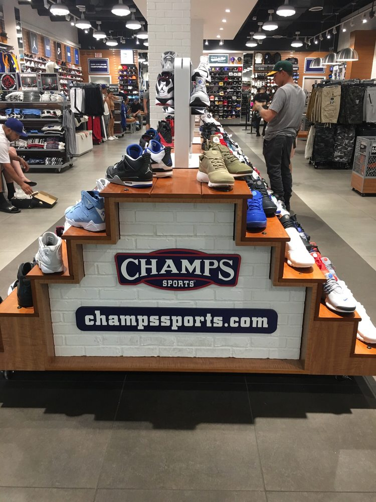 16f79d9280e3b9 Champs Sports - 29 Reviews - Sporting Goods - 9301 Tampa Ave ...