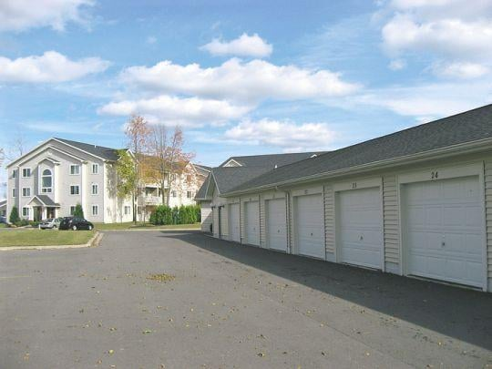 New Country Village Apartments: 8755 New Country Dr, Cicero, NY