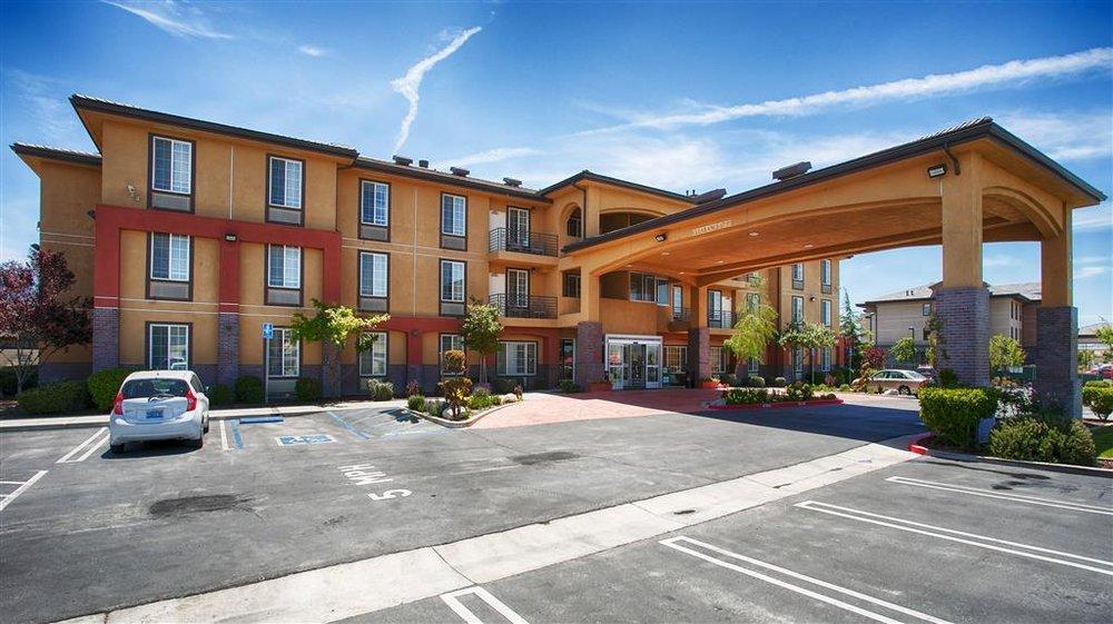 Best Western Plus Country Park Hotel: 420 W Tehachapi Blvd, Tehachapi, CA