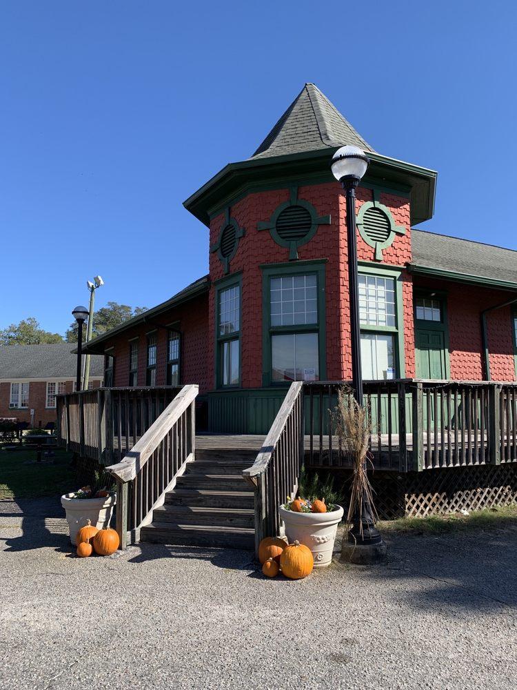 Blackville Library: 19420 Solomon Blatt Ave N, Blackville, SC