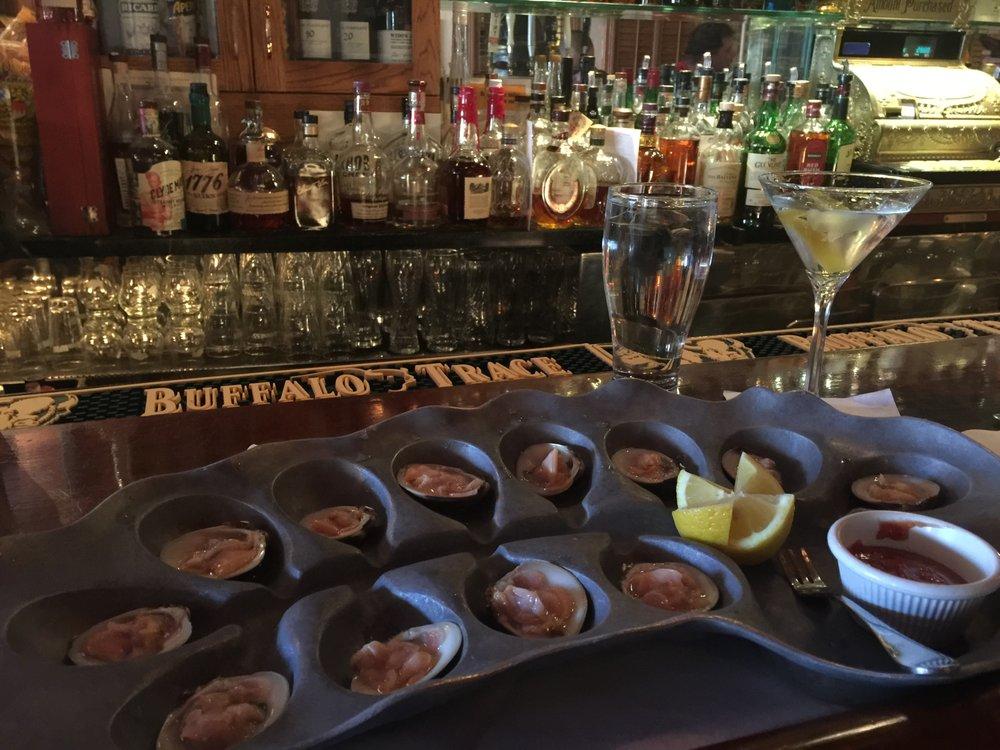 Photo of Tweeds Restaurant & Buffalo Bar: Riverhead, NY
