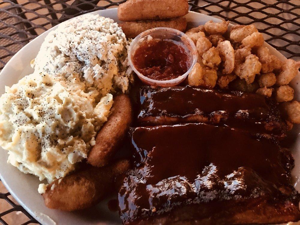 Daddy Joe's Beach House BBQ and Grill: 1400 W Floyd Baker Blvd, Gaffney, SC