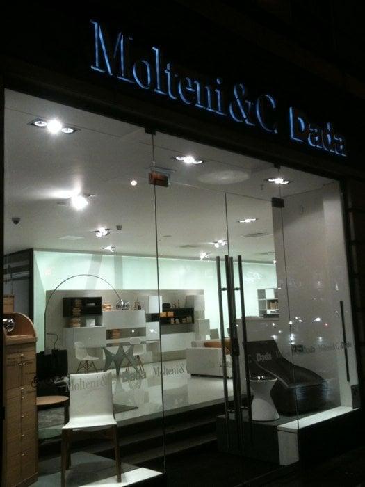Molteni c dada negozi d 39 arredamento 199 shaftesbury for Dada arredamento