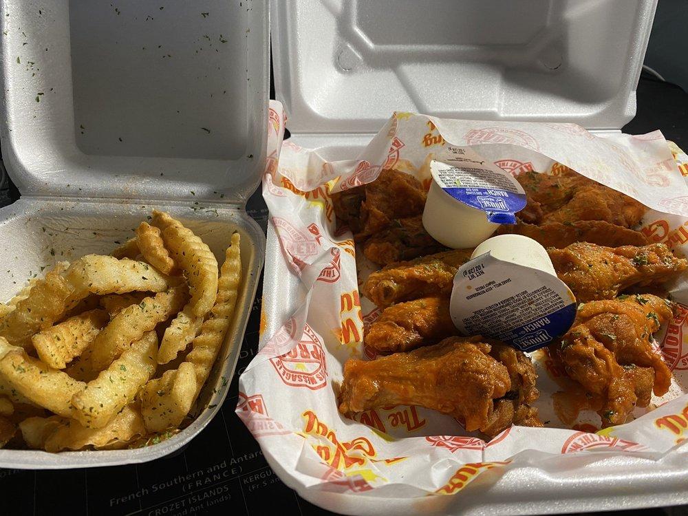 The Wing Guru: 875 W Poplar Ave, Collierville, TN