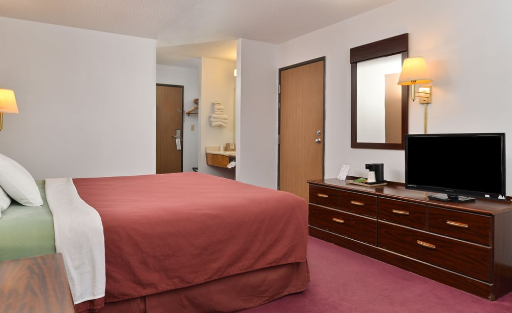 Americas Best Value Inn: 9918 Grand Ave, Beardstown, IL
